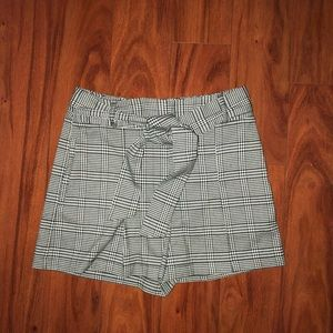 Forever 21 gingham plaid bow tie shorts w/ pockets